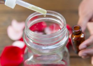 rosewater - 10 Uses of Rose Water