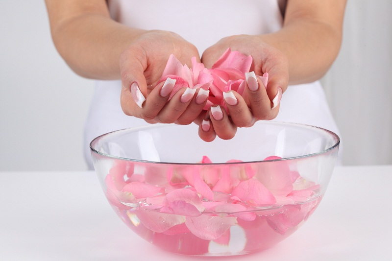 rosewater - 10 Rose Water Benefits